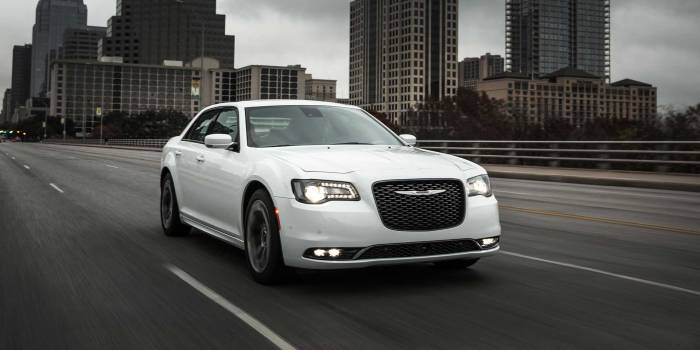 2015-Chrysler-300-1